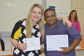 Entrega de certificados aos alunos